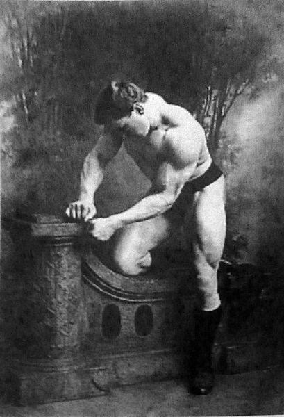 george-hackenschmidt-posing